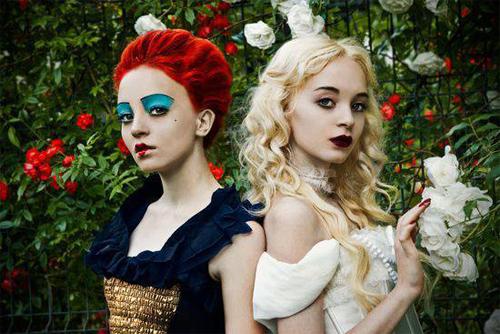 2 chị em Nữ hoàng Đỏ và Nữ hoàng Trắng mang 2 vẻ đẹp đối nghịch