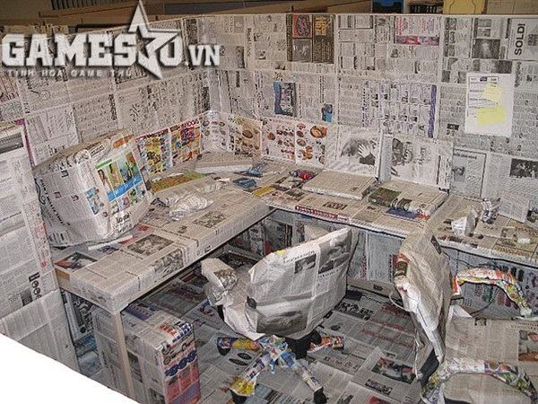 Dán kín bưng mọi thứ bằng báo giấy