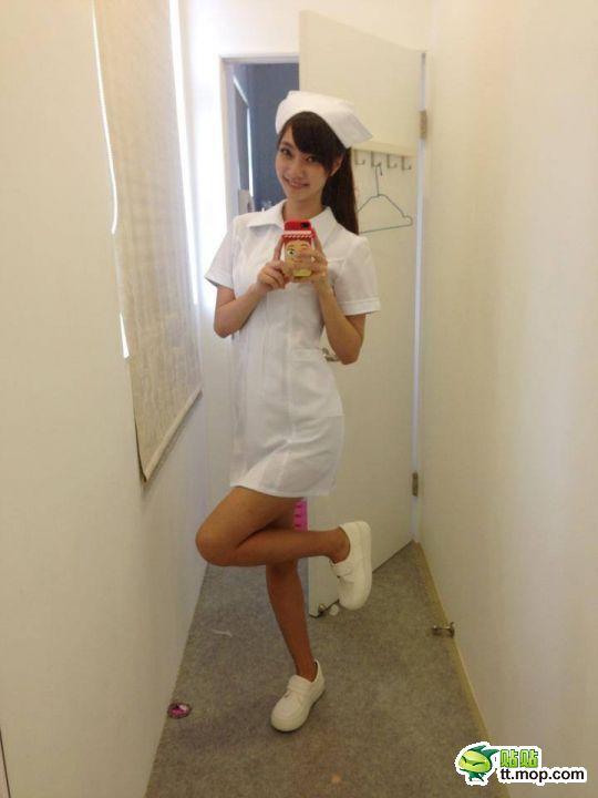 Nữ y tá xinh đẹp.