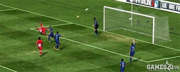Tiền đạo Diego Forlan thuận 2 chân bay người sút vô-lê trong FIFA Online 3