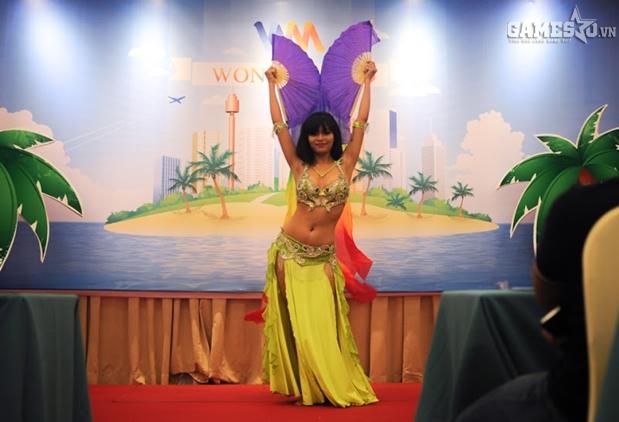 Tiết mục Belly Dance mở màn hấp dẫn