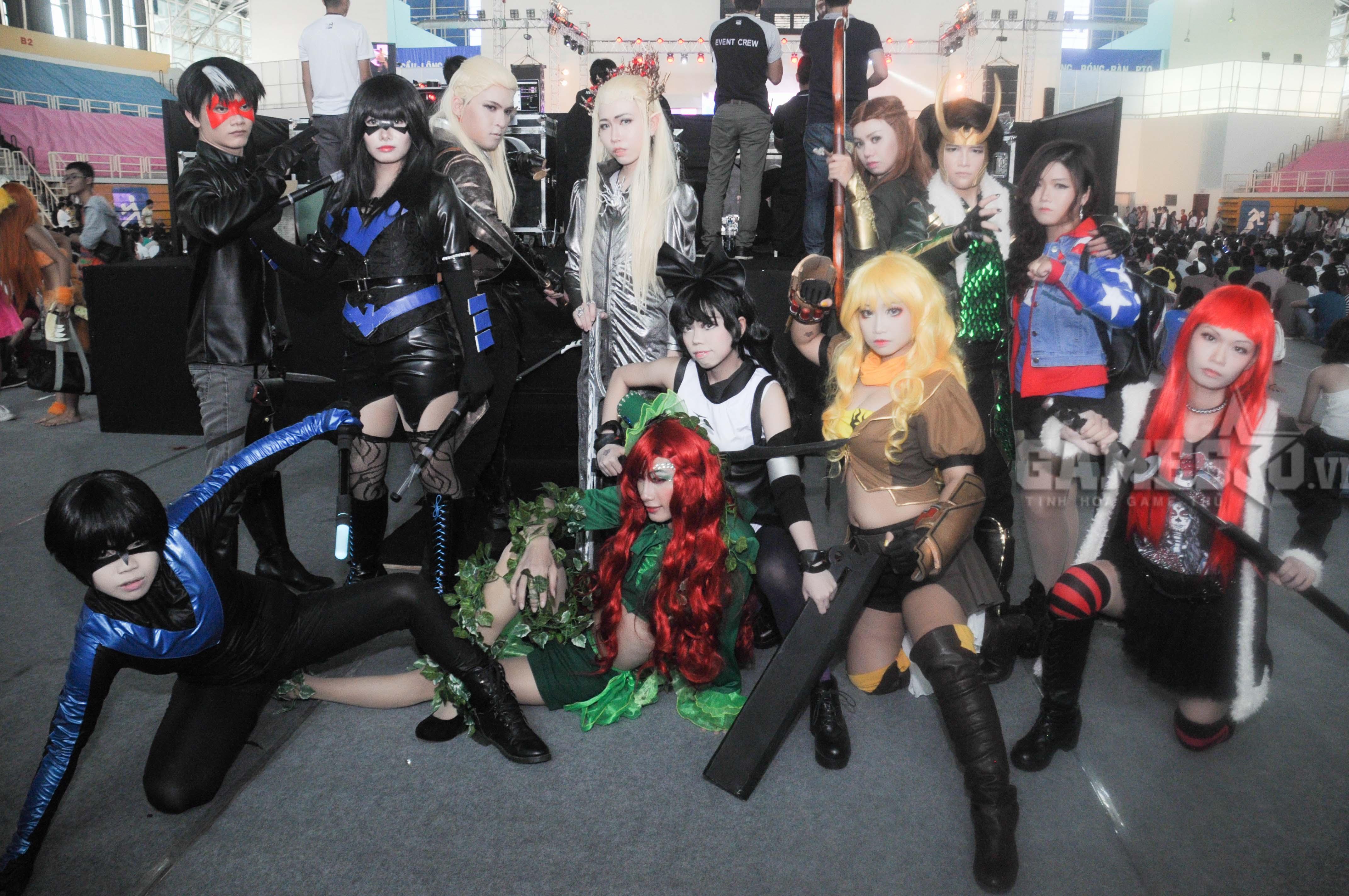 một nhóm bạn trẻ cosplay vô cùng nổi bật tại lễ hội