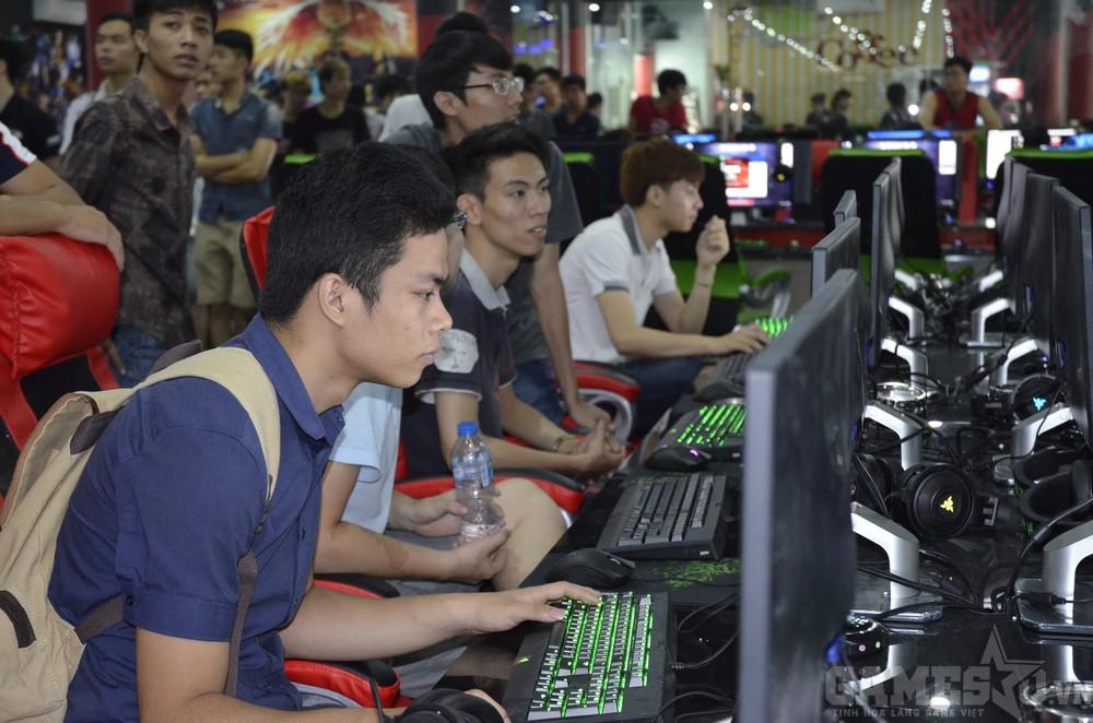 Các game thủ say sưa trải nghiệm dàn máy cấu hình khủng giá bình dân tại Pegasus Club