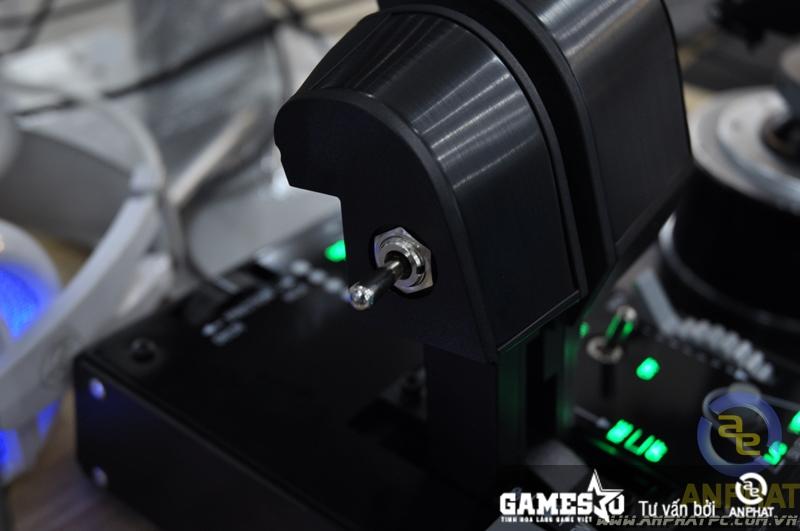 Sản phẩm Thrust có kèm led bật lên khi cắm điện vào tạo cảm giác chuyên nghiệp
