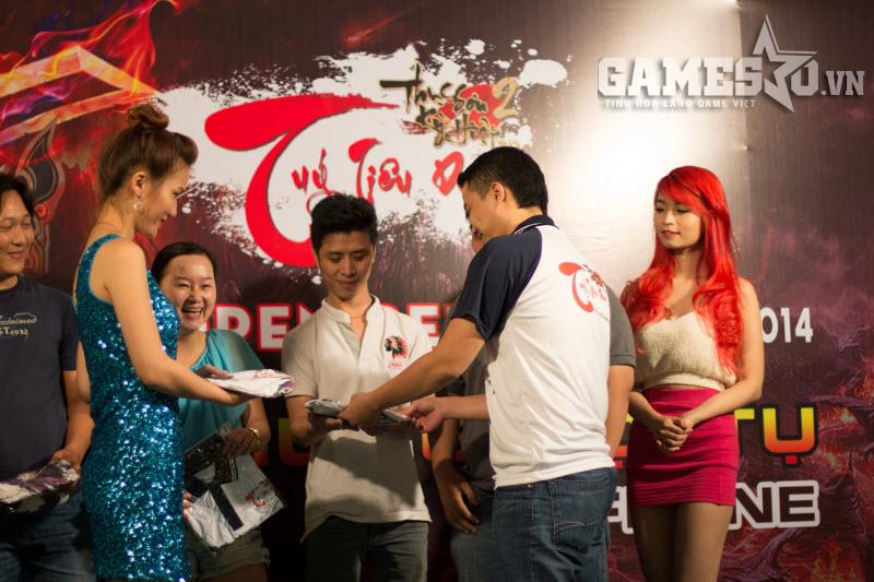 Túy Tiêu Dao đã và đang hấp dẫn nhiều game thủ trẻ trung, xinh đẹp tham gia.