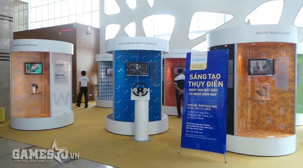 Khuôn viên triển lãm Sáng tạo Thụy Điển tại tiền sảnh Đại học Hoa Sen TP.HCM