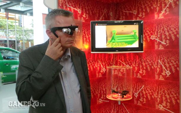CEO doanh nghiệp ứng dụng kính tương tác.