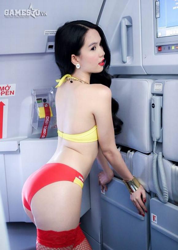 """Ngọc Trinh luôn biết cách củng cô thương hiệu """"Nữ hoàng nội y"""" nhờ các bộ ảnh quảng cáo. Bộ ảnh cho một hãng máy bay gần đây là một ví dụ điển hình."""