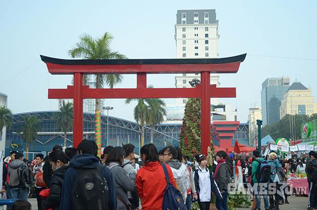 Rất đông các bạn trẻ đã đến với lễ hội Ake Ome 2015