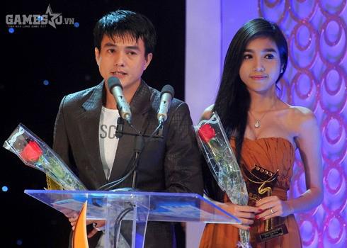 Elly Trần nhận giải Cánh diều vàng 2012