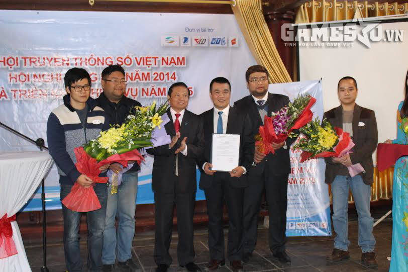 Chủ tịch Hội TTS VN Lê Doãn Hợp chúc mừng liên minh các nhà sản xuất game Việt.