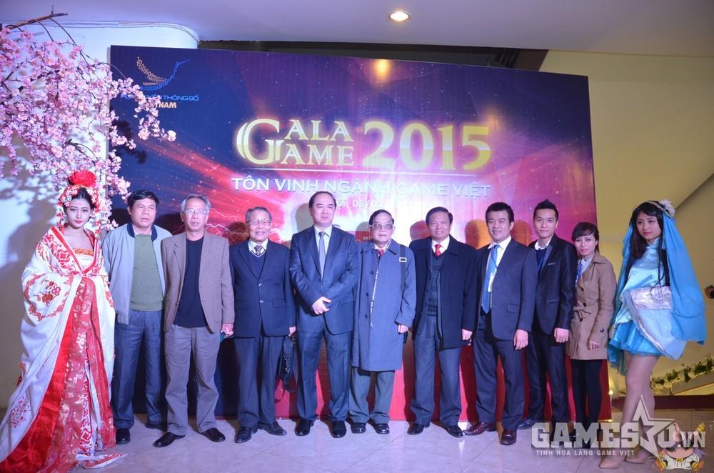 Các quan chức cấp cao của Hội Truyền Thông Số và các đơn vị báo chí lớn tại Việt Nam tại buổi lễ