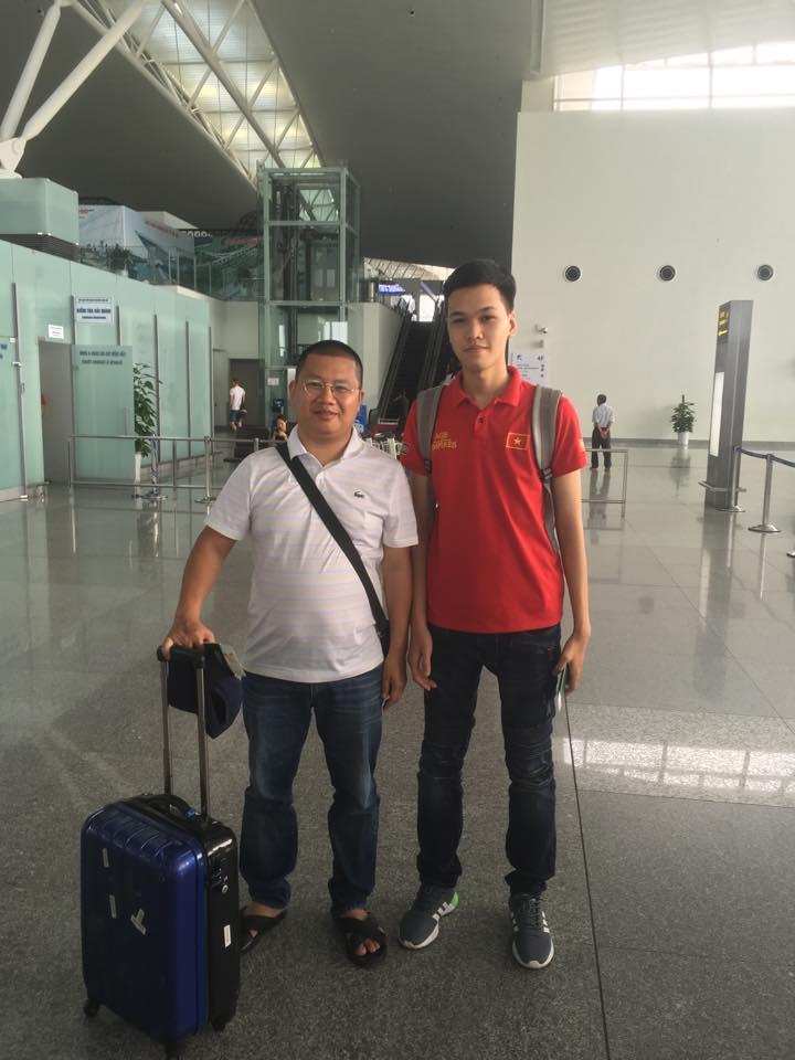 Anh Nguyễn Hoàng Kiên - Trưởng BTC AoE Việt Nam Open 2019, bên cạnh game thủ Chim Sẻ Đi Nắng