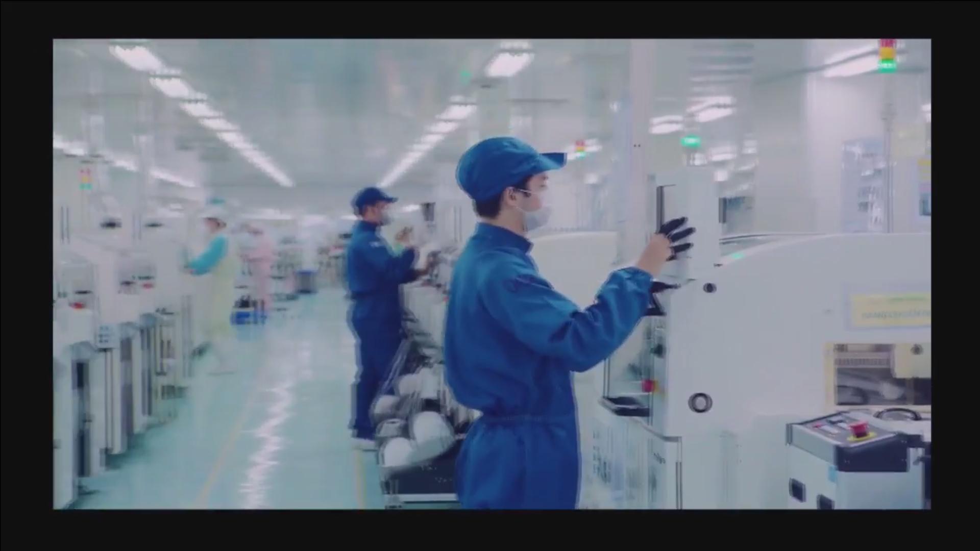 Dây chuyền sản xuất những chiếc Bphone 2017 diễn ra tại Nhà máy Keiko, KVN Thạch Thất, Hà Nội