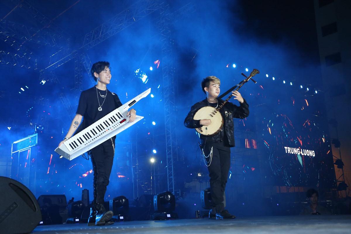 K-ICM cùng Trung Lương khuấy động sân khấu