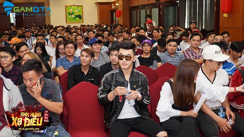 Ca sĩ Ưng Hoàng Phúc góp mặt trong offline Anh Hùng Xạ Điêu Gamota  với tư cách khách mời