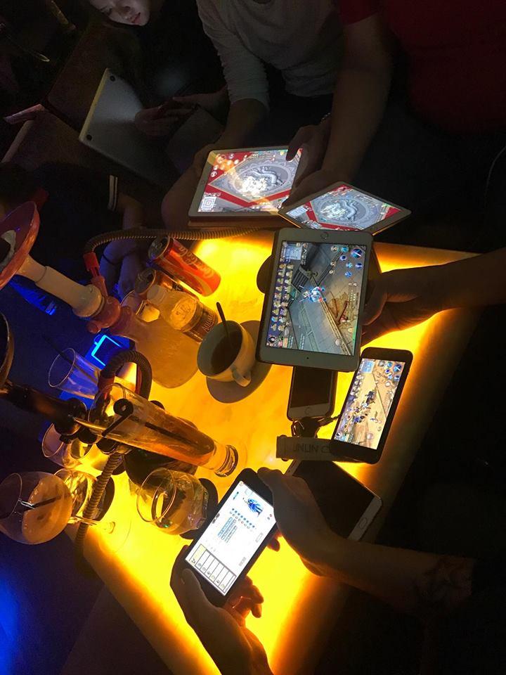 Những buổi họp mặt ngoài đời như thế này thường xuyên được gamer tự tổ chức