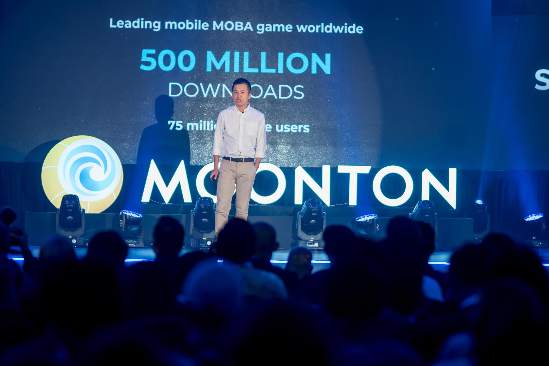 Tổng giám đốc MOONTON Justin Yuan chia sẻ thành công đáng chú ý của Mobile Legends: Bang Bang trên hành trình trở thành tựa game MOBA hay nhất thế giới, với khoảng 500 triệu người đăng ký chỉ trong 4 năm