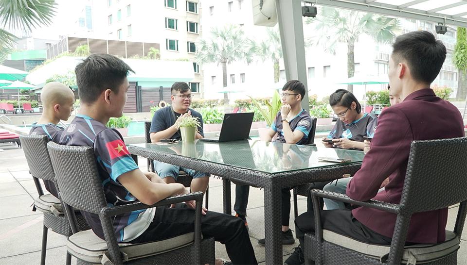 Cả đại diện VNG và đội tuyển Mobile Legends: Bang Bang Việt Nam đều rất cẩn trọng cũng như  cực kỳ nghiêm túc trong mọi hoàn cảnh tại M1 World Championship 2019. Họ đều kỳ vọng đội tuyển của chúng ta sẽ có thành tích tốt nhất tại mùa giải này
