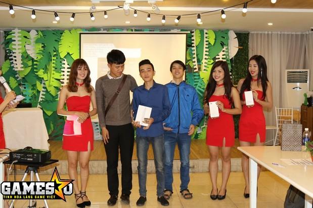 Người chơi ThầnNam thuộc Quốc gia Tần đã nhận được chiếc iPad Mini khi đứng đầu Top BXH thực lực Quốc gia trong suốt giai đoạn CQBN Alpha Test