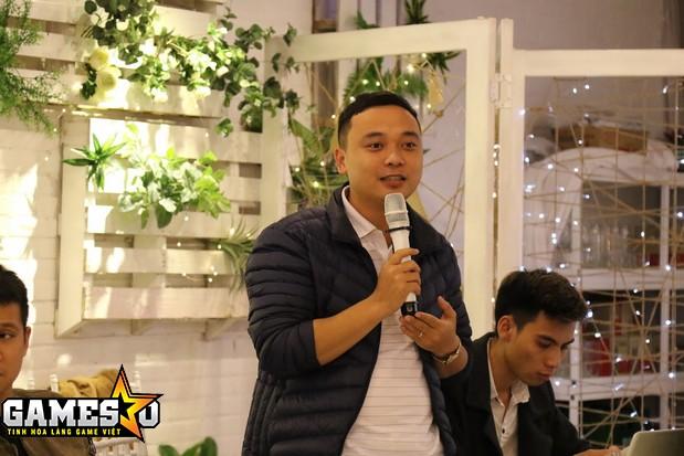 Anh Tùng, người chịu trách nhiệm vận hành sản phẩm CQBN tại Việt Nam, trao đổi với trực tiếp với người chơi tại buổi offline