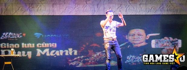 Bên cạnh đó, sự xuất hiện của nam ca sỹ Duy Mạnh, gương mặt đại diện của Ỷ Thiên 3D, tại buổi Big Offline đã để lại nhiều dấu ấn