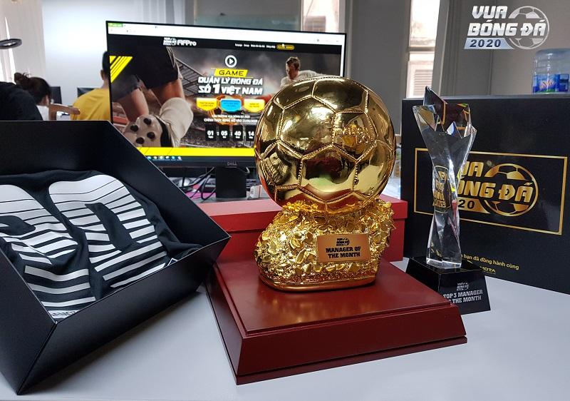 Cúp vàng 18K sẽ là món quà hiện vật được NPH Gamota chế tác đặc biệt  dành tặng các huấn luyện viên Việt tài ba
