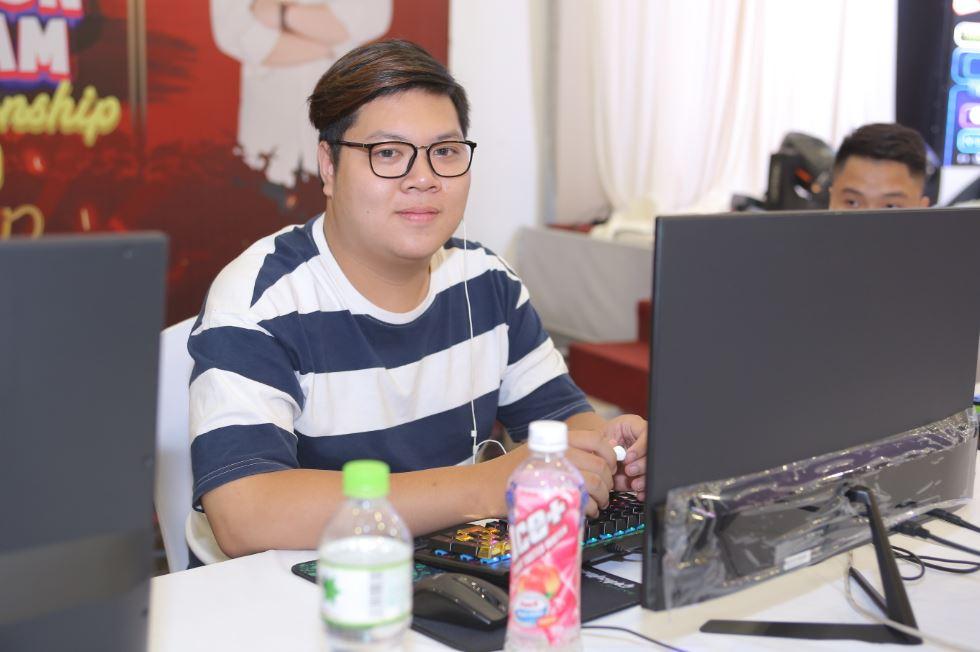 Hưng Bốp của FC Hà Nội đã có màn thi đấu thành công, tuy nhiên may mắn chưa mỉm cười với anh chàng
