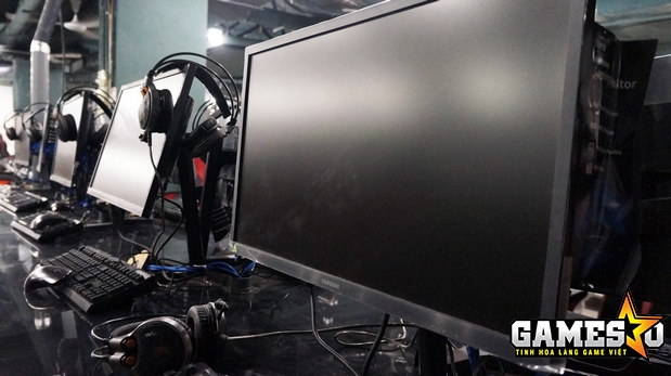 Bên cạnh đó, Cyzone Esports Stadium còn sử dụng serie màn hình phẳng 144Hz của Samsung chưa xuất hiện trên thị trường cho phần lớn các máy tính - theo đại diện của Cyzone cho biết