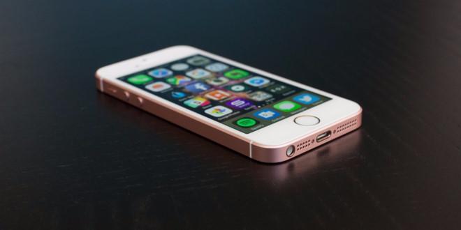 Cận cảnh chiếc iPhone SE lúc mới ra mắt. Ảnh: Bussiness Insider