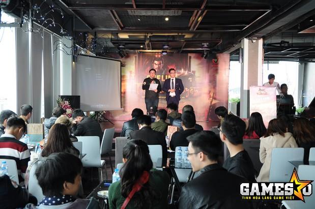 Anh Mạnh Duy giới thiệu những tính năng mới sắp xuất hiện trong Tào Tháo Truyện và trực tiếp giải đáp thắc mắc của người chơi có mặt tại buổi offline