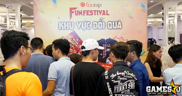 Khu vực đổi quà và tri ân khách hàng VIP của Funtap đông nghịt từ sớm