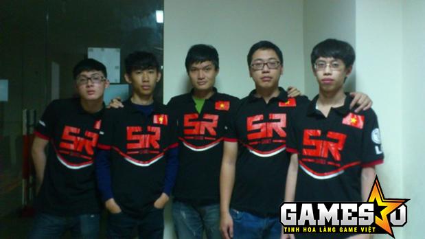 Hianry (giữa) thời còn thi đấu cho Hanoi SkyRed