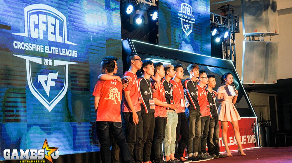 BossCFVN TP.HCM cùng Freedom Gaming lên sân khấu chào khán giả trước khi bước vào trận Chung kết CFEL 2016.