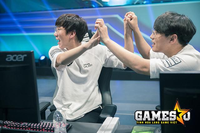 Bộ đôi đường dưới của Samsung là Ruler & CoreJJ góp công lớn trong chiến thắng hủy diệt trước C9