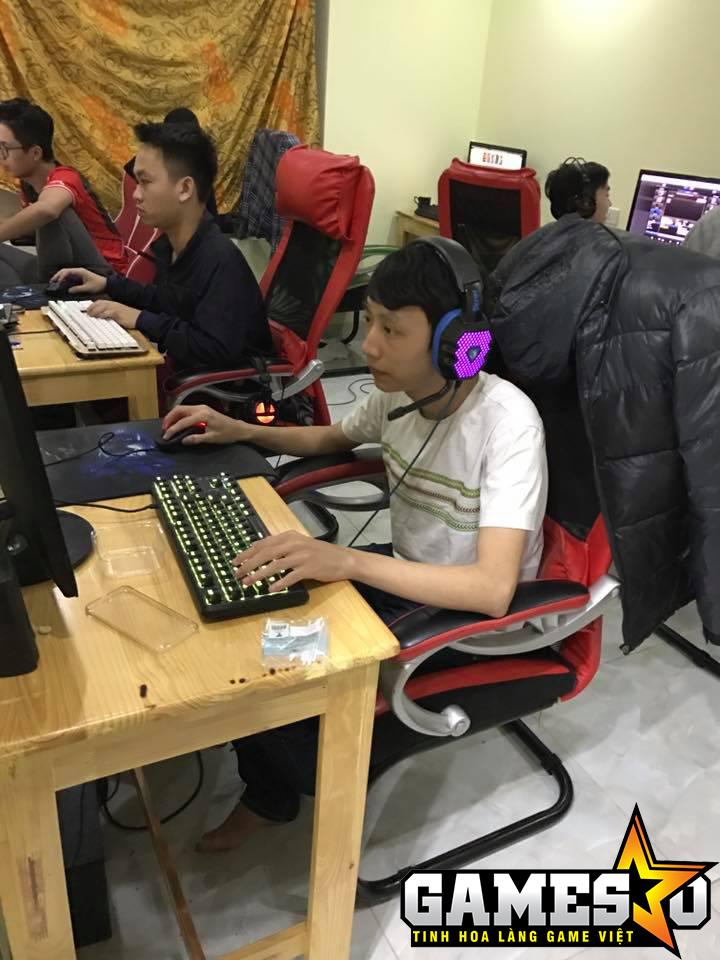 Blazes tập luyện tại gaming house của UTM