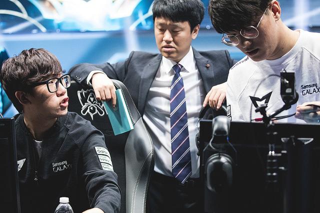 Bộ đôi đường dưới Ruler-CoreJJ đang cho thấy sự ăn ý nhất định kể từ giai đoạn lượt về vòng bảng CKTG 2016
