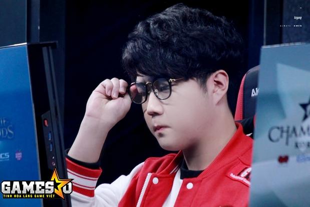 """Thất bại """"trắng"""" 0-2 trước Samsung ở giai đoạn cuối vòng bảng đã buộc Huni và SKT phải suy nghĩ lại nhiều điều"""