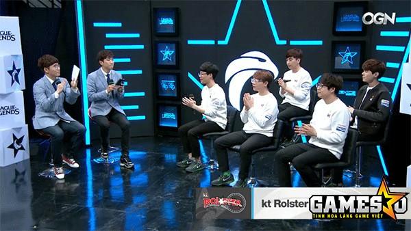 Các thành viên của KT tham dự cuộc phỏng ván với OGN ngay sau trận thắng Samsung