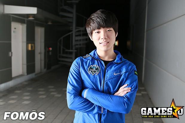 Crash cùng Cuzz và Expession là ba tuyển thủ được Longzhu gữ lại ở mùa giải 2017
