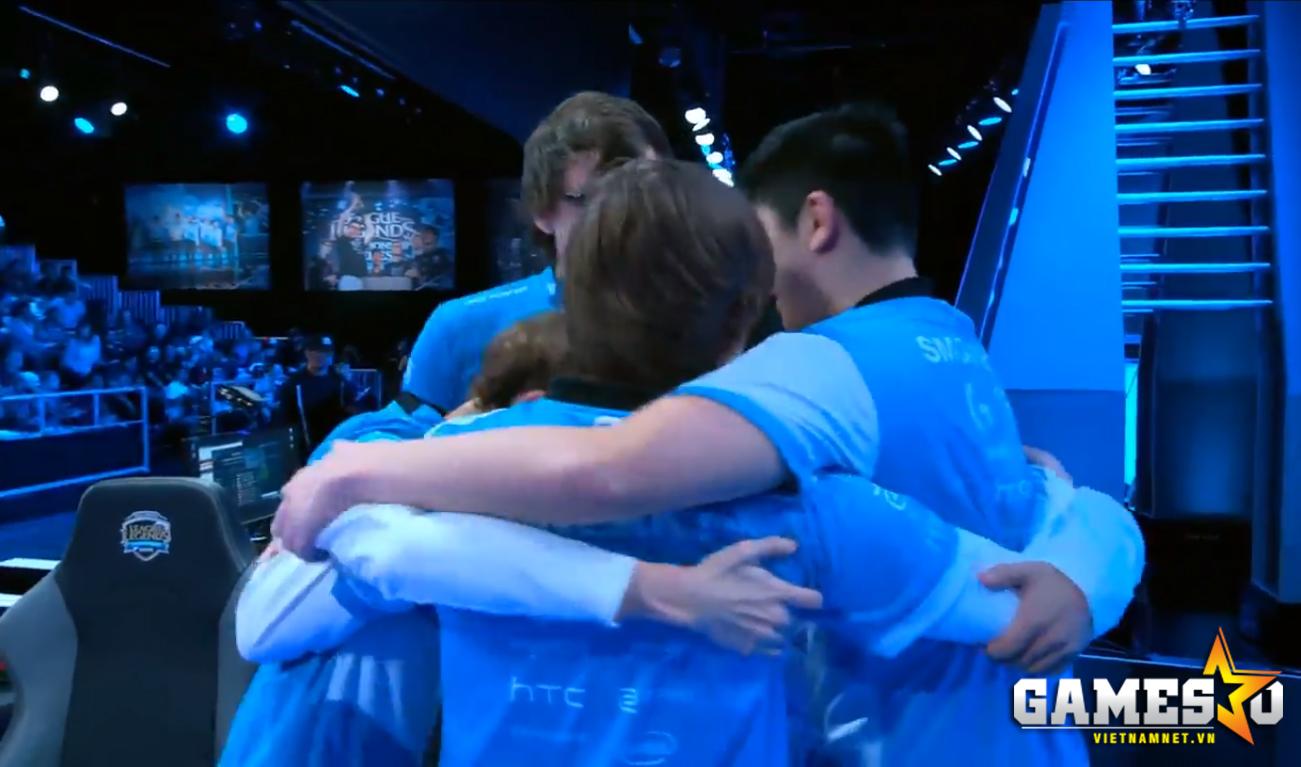 Niềm vui của các thành viên C9 sau khi đánh bại IMT.