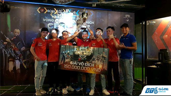 BossCFVN nâng cao chiếc cúp vô địch CFEL 2017 S2