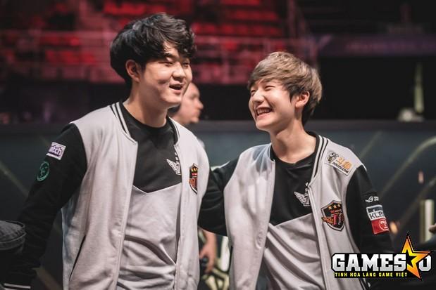 SKT lại một lần nữa giành chiến thắng khi thay thế cùng lúc bộ đôi Huni & Peanut ra khỏi đội hình thi đấu