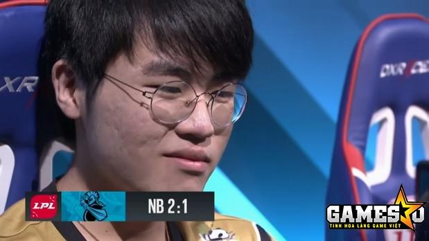 Biểu cảm của Zz1tai khi Snake để thua Newbee khi anh chỉ được sử dụng ở Ván 3