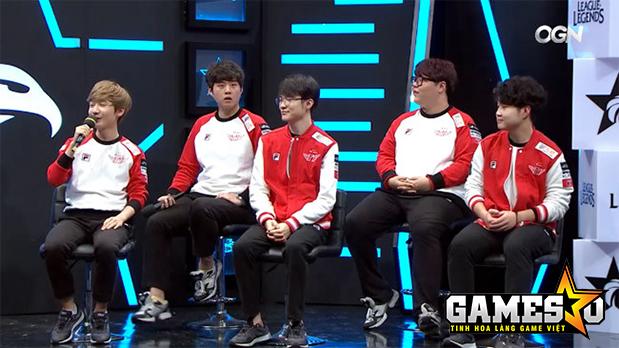 """Các thành viên của SKT bị HLV kkOma """"ép"""" thi đấu cẩn trọng trong trận đấu cuối cùng của vòng bảng gặp MVP"""