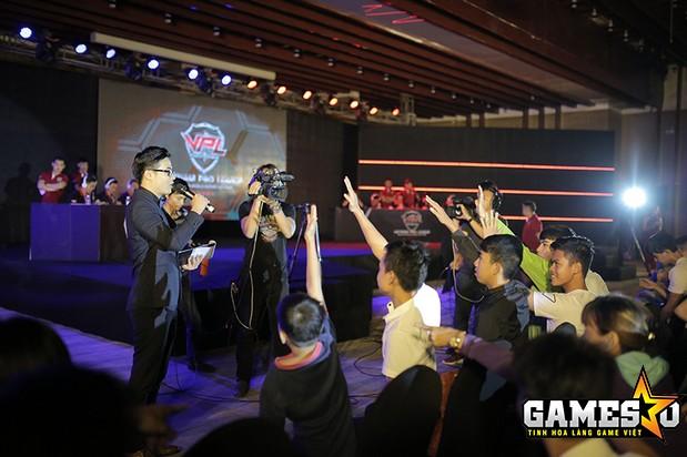 Khán giả hào hứng tham gia mini game