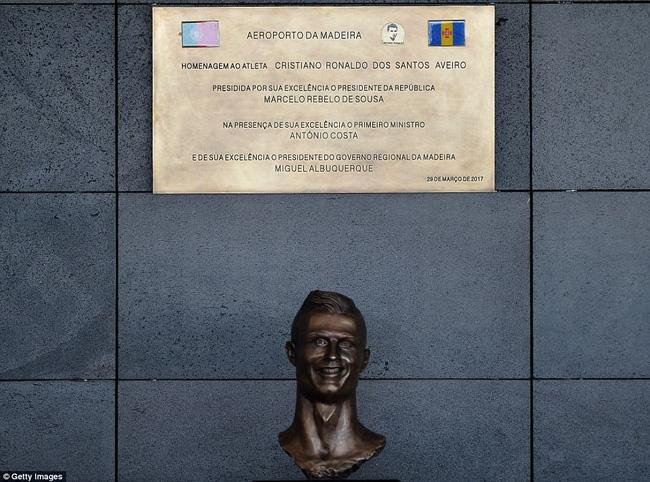 Sau trận giao hữu giữa hai đội tuyển quốc gia Bồ Đào Nha và Thụy Điển vào sáng ngày hôm qua (29/3), chính quyền Madeira đã chính thức khai trương cái tên mới cho sân bay ở đây với sự góp mặt của Cristiano Ronaldo.