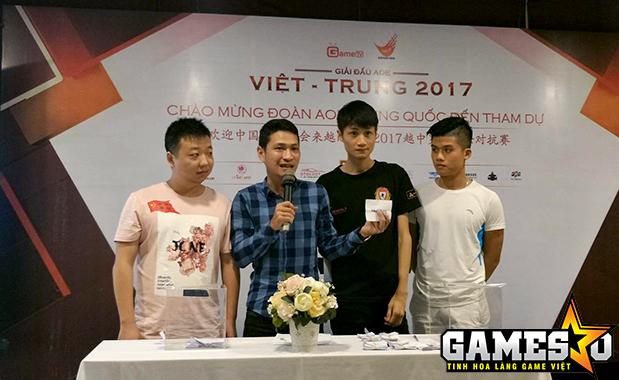 ShenLong và Hồng Anh là hai game thủ đại diện hai đội tuyển AoE lên bốc những lá phiếu đầu tiên