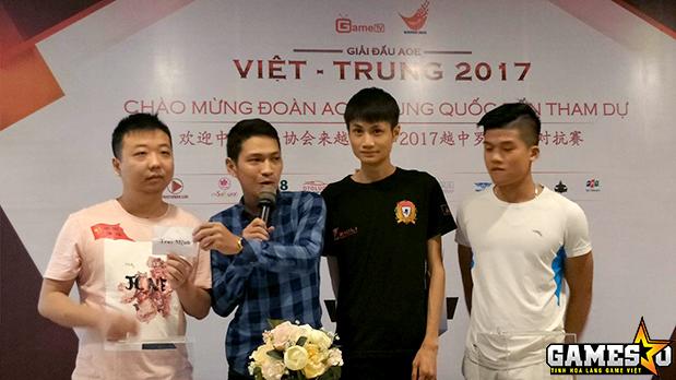 ShenLong và Hồng Anh là hai game thủ được G_Man mời lên bốc thăm thể loại thi đấu đầu tiên, Solo Shang thuần tiễn