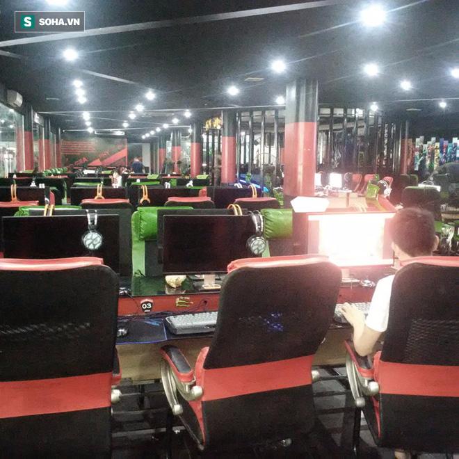 Không gian đáng lẽ ra phải là nơi thi đấu của các game thủ tham dự AoE Việt Trung 2017 được ghi lại vào buổi sáng nay (Ảnh: Soha.vn)